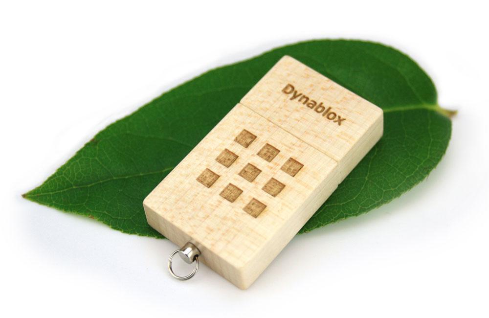 USB Stick Eco Wood Logo auf Basis und Kappe als Lasergravur