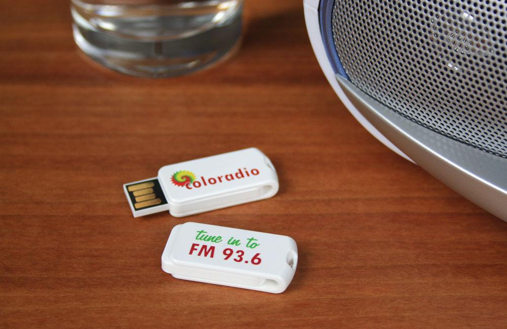 Zweiseitig bedruckter USB Smart Twist weiß